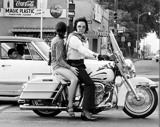 Les stars et les harleys - Page 2 Elvis-and-mary-kathleen