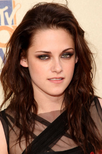 kristen stewart makeup new moon. Kristen Stewart Makeup. New Moon just came out today and I ABSOLUTELY love