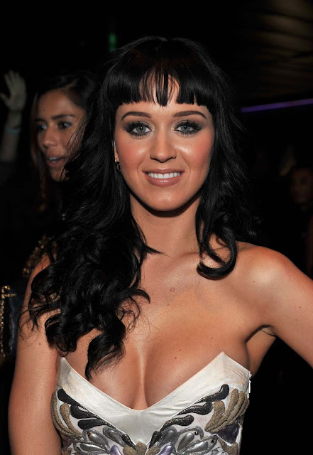 Katy Perry Smoking hot bikini cleavage