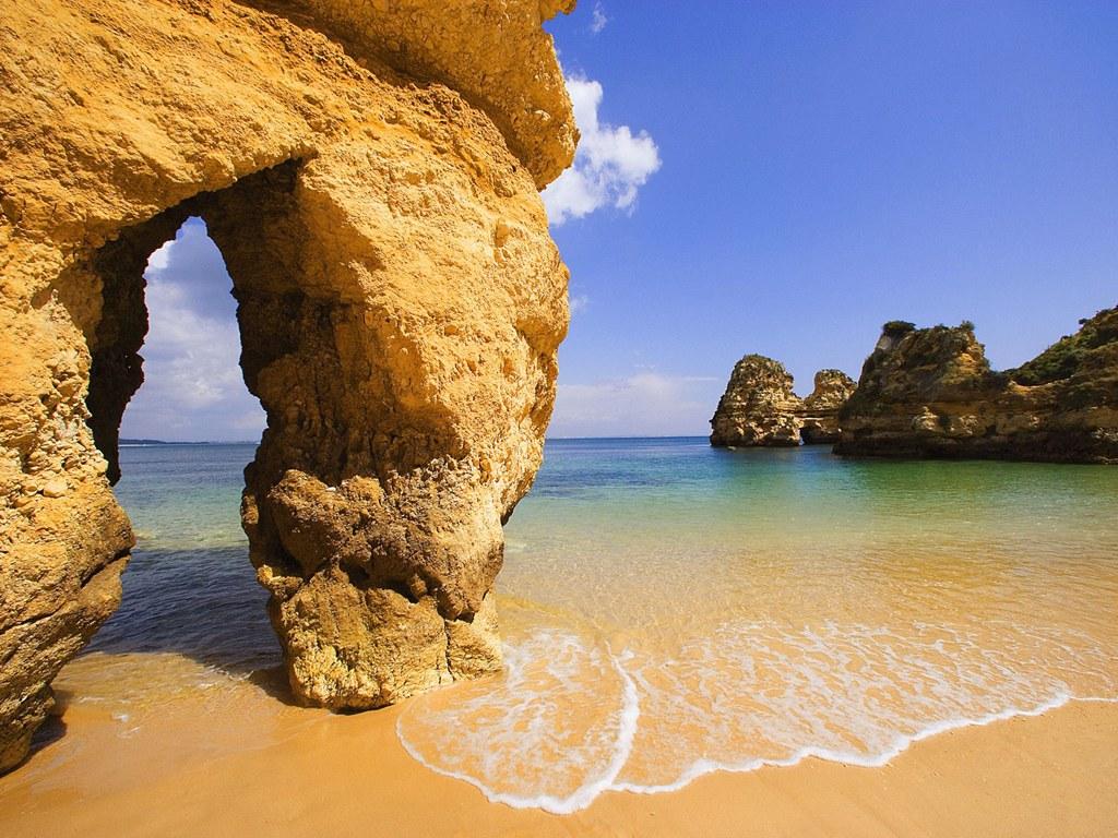 http://4.bp.blogspot.com/_uXKk8OXldZw/TIQ9D8JGZQI/AAAAAAAAHIo/pWZkwgxZ0vE/s1600/Algarve-Portugal1.jpg