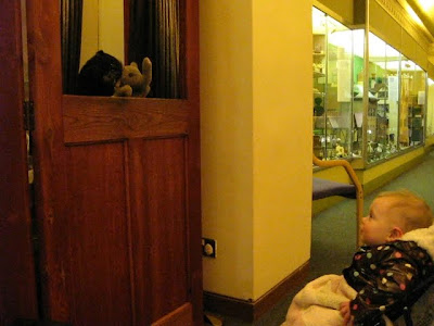 j watching the puppet show