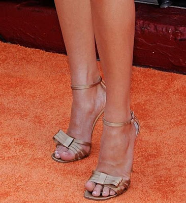 Carrie Underwood - Gold Open Toe Heels With Bow