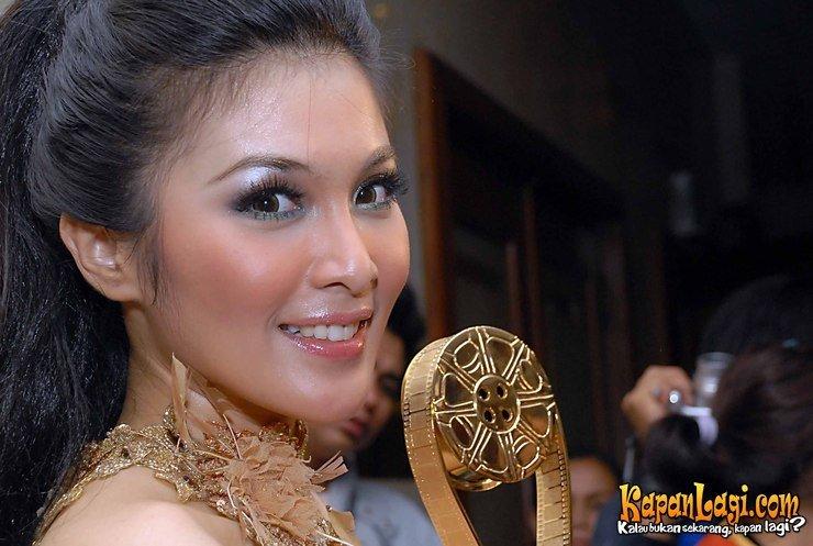 Sandra Dewi - Images Colection
