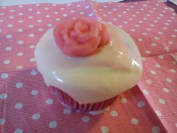 cupcakes rose av kremfløte pisket