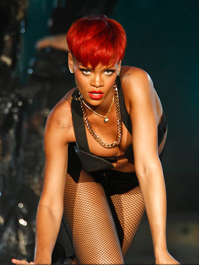 Rihannas red curls, red curls, red hair, rihanna hair, curly hairstyle,