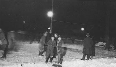 Aftenstemning ved skøjtebanen ved Gasværket 1935-40