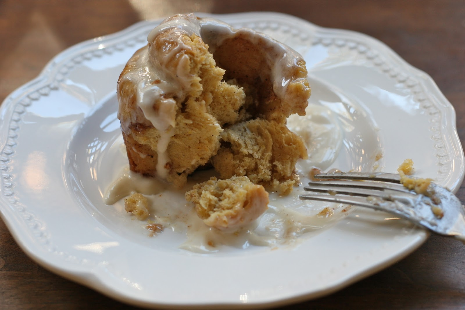 On Mange Bien: Pumpkin Cinnamon Rolls w/ Maple Cream ...