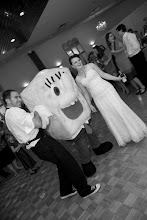 SpongeBob meets the bride and groom