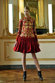 сиво - Облекло, мода, елегантност - Page 2 782321h33958tmcqueenw600h600