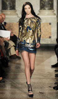 сиво - Облекло, мода, елегантност - Page 2 Emilio-pucci-fall-2010-sequin-longsleeve-dress-gold-blue
