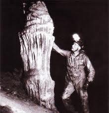 Neil Armstrong dentro de la Cueva de los Tayos