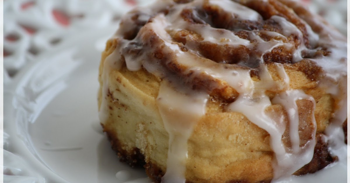 Edible Moments: Cinnamun buns....oh how thee haunt me!