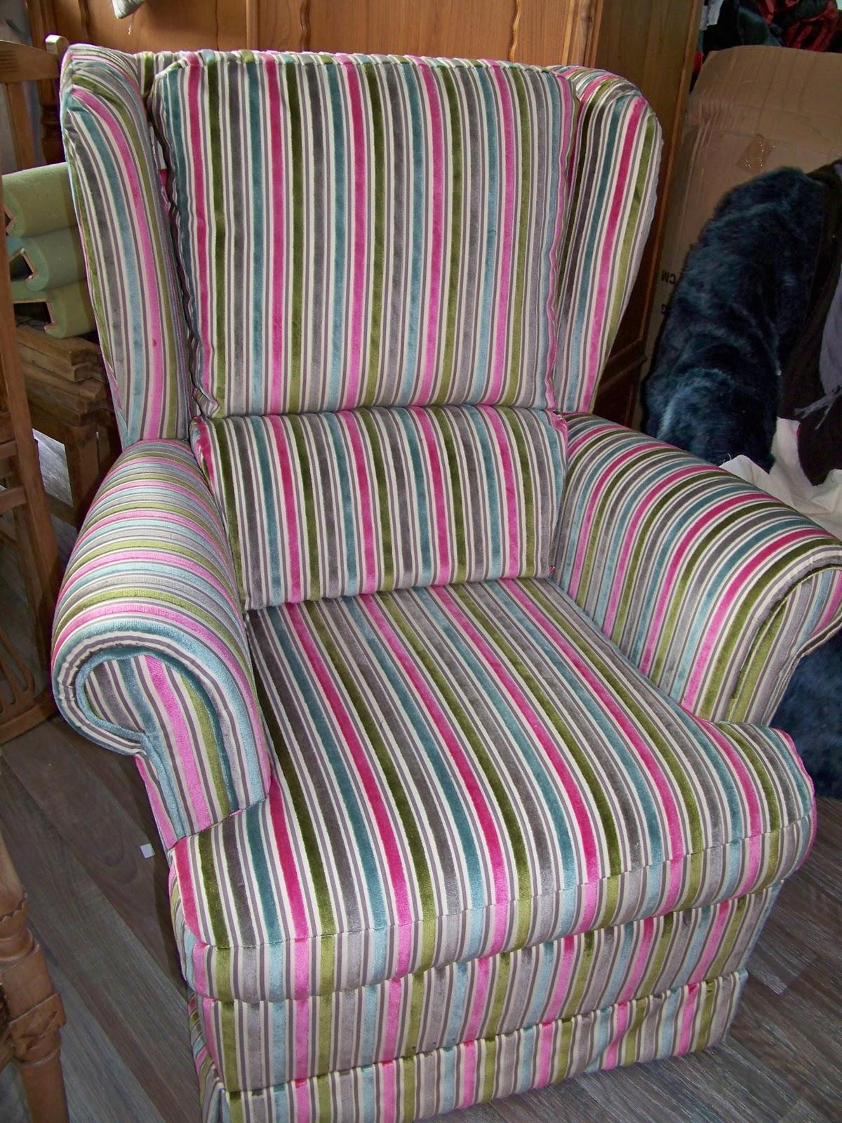 tapissier decorateur fauteuil oreilles. Black Bedroom Furniture Sets. Home Design Ideas