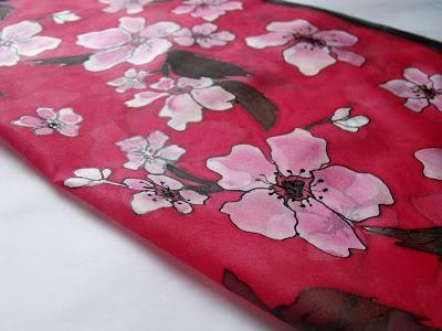 Cseresznyevirág selyem kendő - prémium kendők, sálak selyemből, kézzel festve.