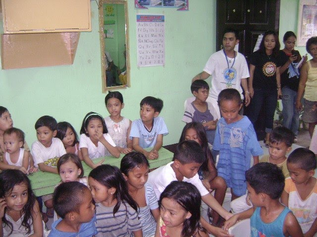 Our Officers and Volunteers at feeding and peace workshop at Brgy.27 CDOC, July 25,2010