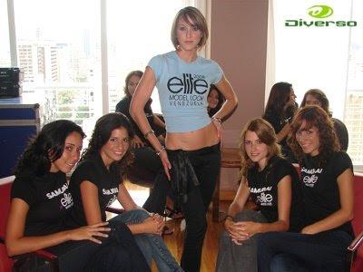 ... con un selecto grupo de actriz modelo y ex reina de belleza liliana
