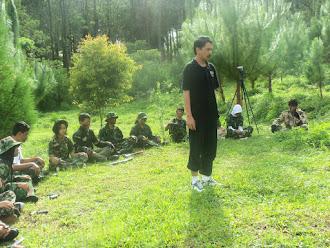 Lek Bos Mengkondisikan Peserta Workshop Seni Peran di Coban Rondo