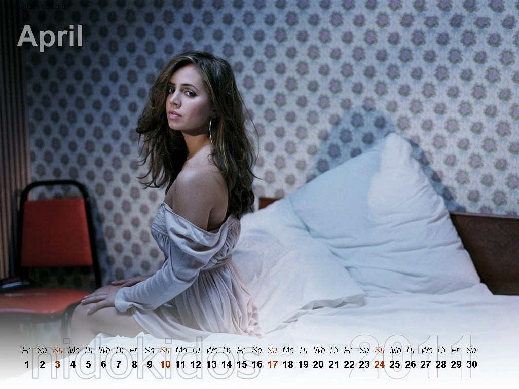 http://4.bp.blogspot.com/_urZCQQZj50Y/TR1pyowPZaI/AAAAAAAAAaw/0z_04kMnXsI/s1600/Eliza+Dushk+Calendar+2011+%25284%2529.jpg