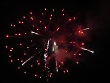 executam focuri de artificii