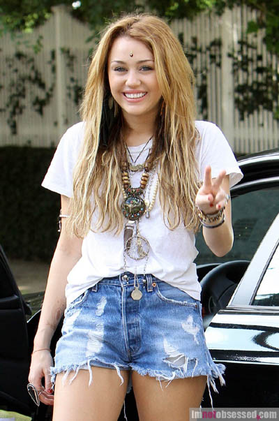 miley cyrus news unofficial fan blog miley out and