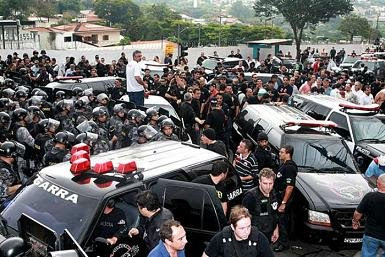 Confronto entre policiais civis e policiais militares paulistas