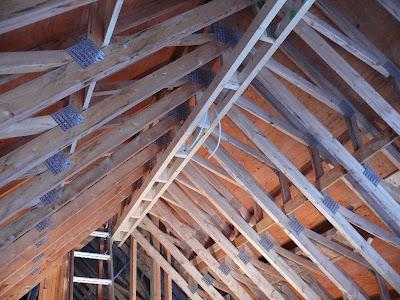 & Building A House - A Simple Plan: Framing A Fake Roof Girder memphite.com