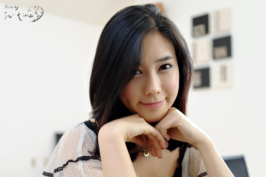 Asian Hot Celebrity: Kim Ha Yul - Pretty Indoor and Outdoor