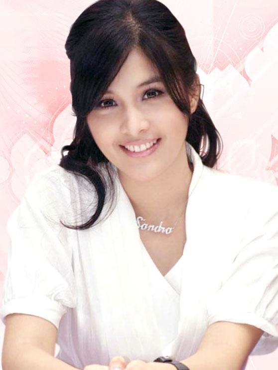 10 wanita dengan senyum indah di dunia purwaka blogs