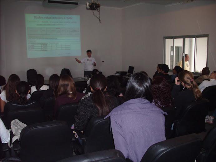 Prof. Wagner durante apresentação