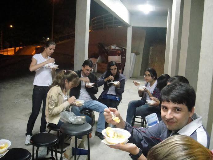 Jantar de confraternização preparado pelo grupo