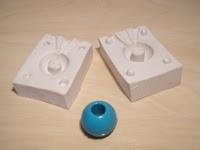 Moldes y bola azul resina