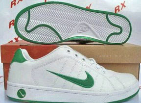 Nike con abrojo o cordones $300.
