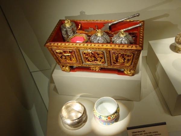 Peranakan Museum sireh set