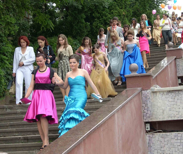 High School Graduation Ternopil Ukraine Lots Of Pretty Girls