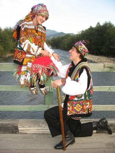 Гуцульське весілля наречений і наречена Україна