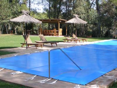 Blog de piscinas tipos de cubiertas para piscinas - Cubiertas de lona para piscinas ...