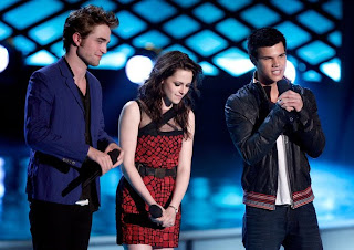 Watch Robert Pattinson, Kristen Stewart, Taylor Lautner on MTV Movie Awards live streaming  from kristenstewartfanclubonline.blogspot.com