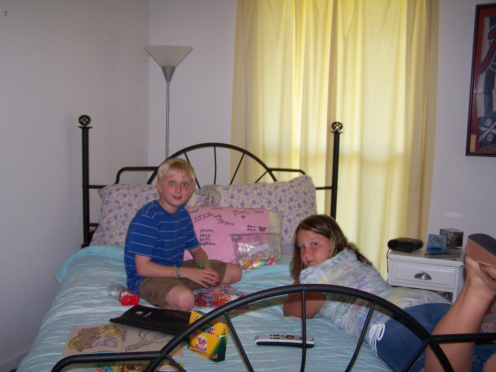 http://4.bp.blogspot.com/_v5QJFQDS_uY/TDlHVoI2FRI/AAAAAAAABwM/Y3judRgAlWQ/s1600/judd+riley+bed.jpg