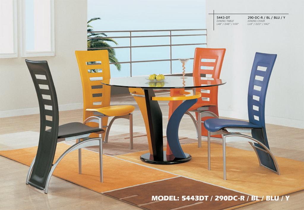 La tercera foto de diseño de comedor moderno y alegre con sillas
