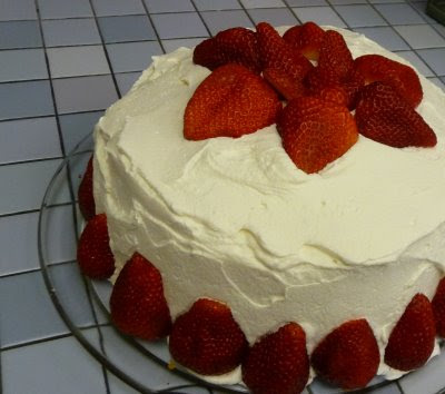 Gumbo Ya Ya: Fresh Strawberry & Whipped Cream Cake