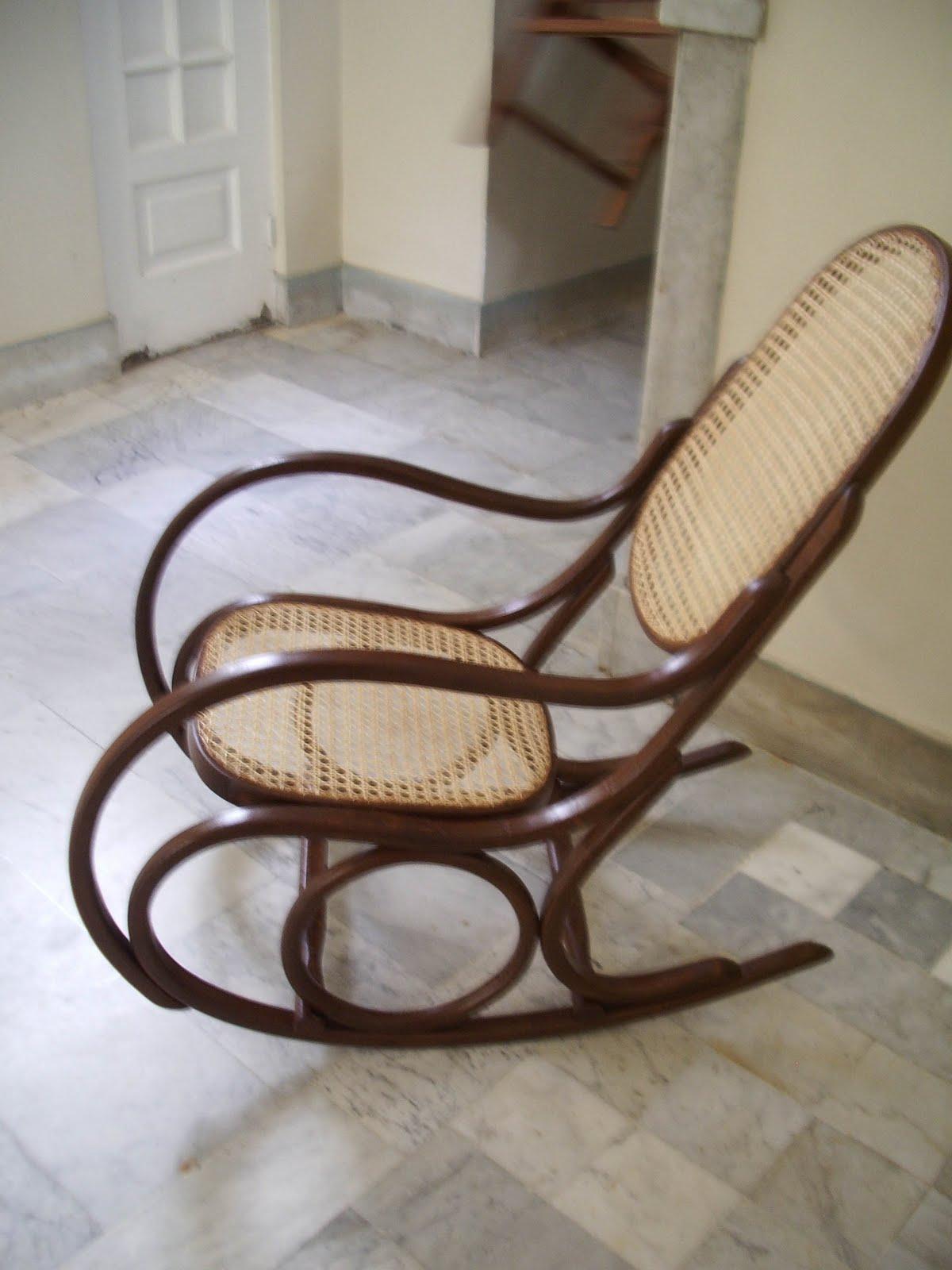 Beth Minhós Yano: Cadeira de balanço #3C2A20 1200x1600