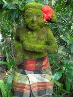 http://4.bp.blogspot.com/_v8IwxnjH_VI/S3X_sTnvFEI/AAAAAAAAAto/16pSq0iC624/s400/statue+with+flower.bmp