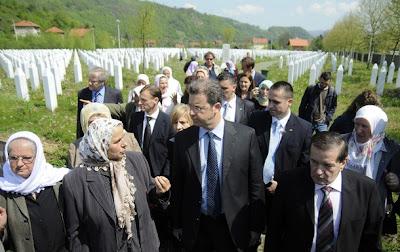 external image Serge+Brammertz+visiting+Srebrenica+Genocide+Memorial+in+Potocari+7.jpg