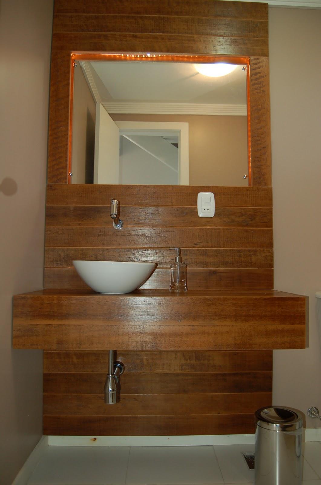 Banheiro contemporâneo em madeira de demolição. Projeto Arq. Marcos  #B64D0D 1061 1600