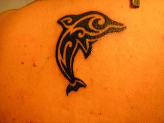 golfinho com traços tribal