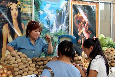 Commerçante au marché noir à Oulan Bator