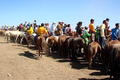 Les spectateurs de la course de chevaux