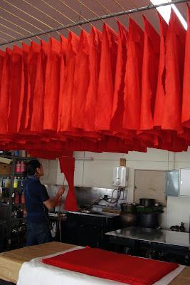 Séchage du papier dans l'atelier