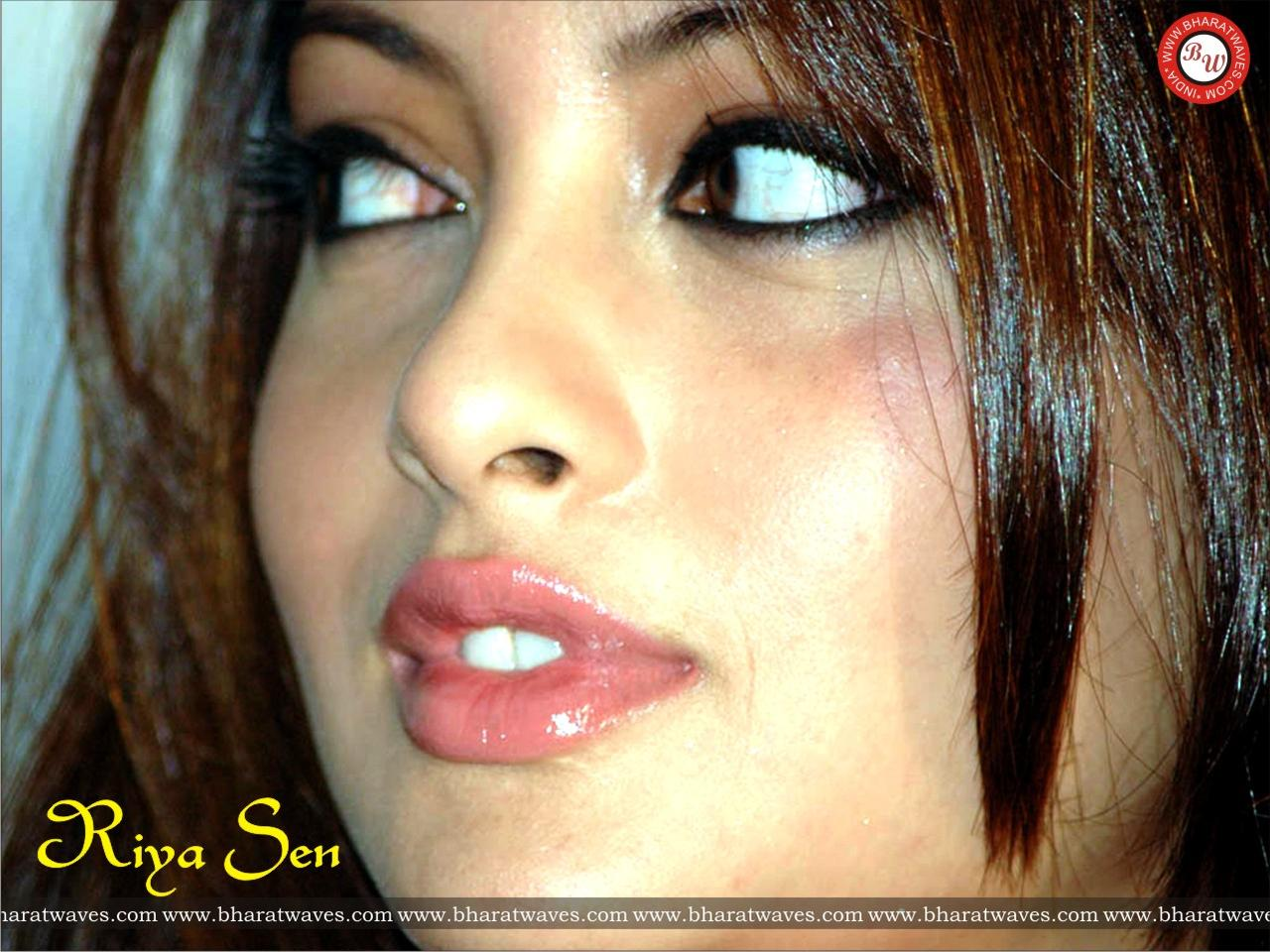 sen lips Riya hot