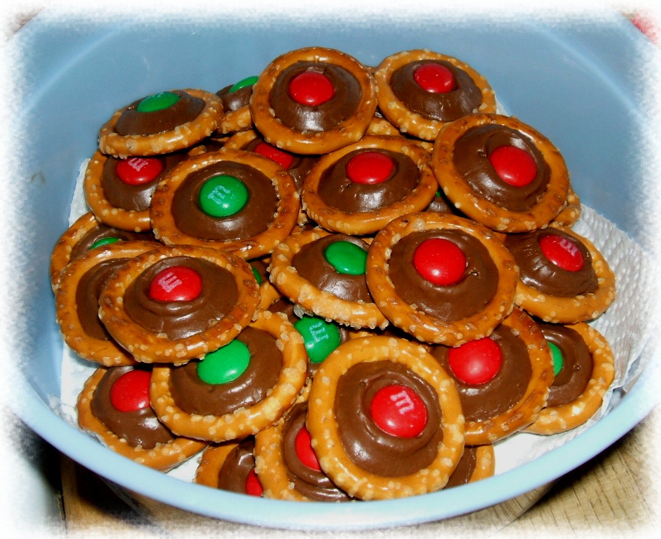 Mom's Time: Rolo pretzel rings